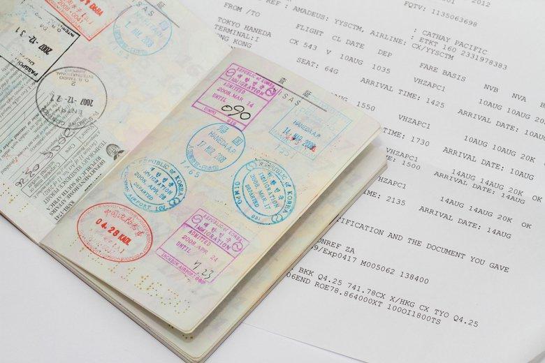 海外旅行に必要な「ビザ」と「パスポート」の違いとは